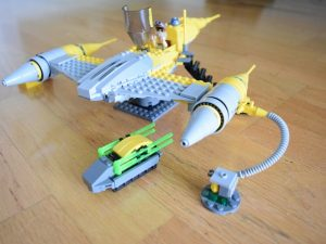 LEGO Star Wars Droid Tales Naboo Starfighter